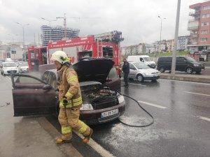 E-5'te yanan araca bakmak isterken kazaya neden oldu