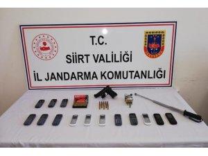 Siirt'te ruhsatsız silah ve mühimmat satan şahıslar gözaltına alındı