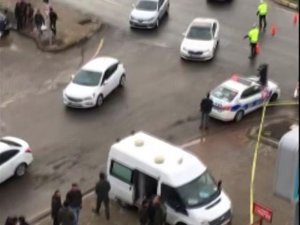 Dalgınlıkla ışıklarda valizi unuttu, polisi harekete geçirdi