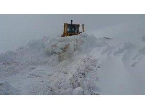 Bayburt-Trabzon arasında baharda karla mücadele