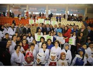 Tokat'ta sporculara 2 milyon liralık malzeme desteği