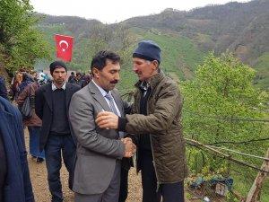 Şehit ailesine taziyede bulundular, ilçeyi Türk bayrakları ile donattılar