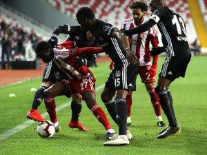 Spor Toto Süper Lig: DG Sivasspor: 1 - Beşiktaş: 1 (İlk yarı)