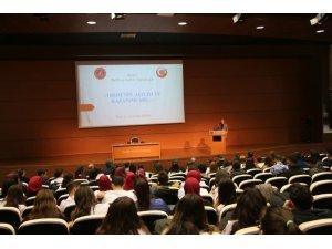 """NEVÜ'de """"TBMM'nin Açılışı ve Kazanımları"""" konulu konferans düzenlendi"""
