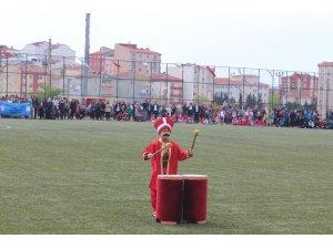 Miniklerin mehteran gösterisi 23 Nisan kutlamalarına renk kattı