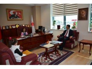 Kırıkkale'de minik öğrenci başsavcılık koltuğuna oturdu