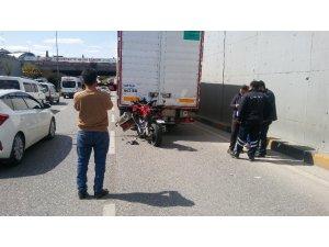 Bakımdan yeni çıktı, otoparka giderken motosiklet çarptı