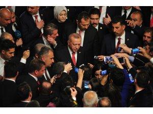 """Cumhurbaşkanı Recep Tayyip Erdoğan, kabine değişikliğine ilişkin soru üzerine, """"Eğer bir değişme gerekiyorsa, gerektiği zaman onu zaten yaparız ama birilerinin siparişi üzerine ben kabine değişikliğine hiçbir zaman gitm"""