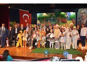 Miniklerin 'Ormanda Şenlik Var' oyunu ilgiyle izlendi