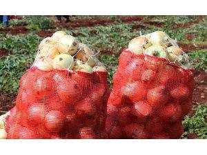 Soğan tarlada 1 buçuk lira, pazarda 8 lira