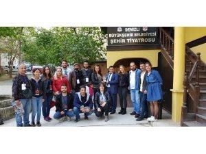 Kuşadası Belediye Tiyatrosu, Denizli'deki şenliğe katıldı