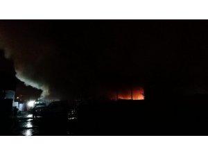 Kocaeli'de belediyeye ait depo alev alev yanıyor
