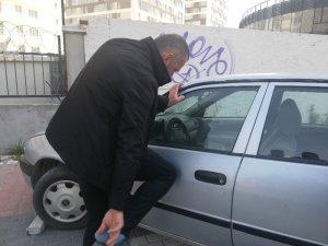 Kaza yapan sürücüden ilginç davranışları dikkat çekti
