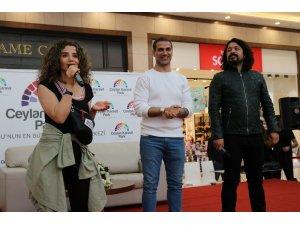 'O iş bende' filmi oyuncuları Diyarbakır'da hayranlarıyla buluştu