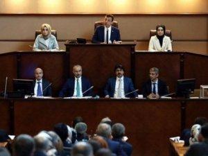 İBB Meclisi'nde AKP'den geri adım!