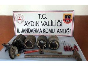 Aydın'ın 5 ilçesinde 20 hırsızlık olayına karışan 4 şüpheli jandarmadan kaçamadı