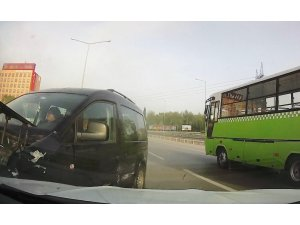 Kocaeli'deki zincirleme trafik kazası kameraya yansıdı