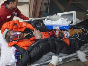 Malezyalı dağcı 4 günün sonunda 7 bin 500 metreden indirildi