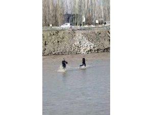 köprüden nehre düşen çocuk hayatını kaybetti