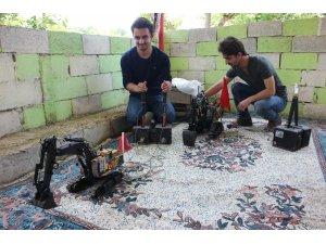 Hatay'da ikiz kardeşler su ile çalışan kepçe yaptı
