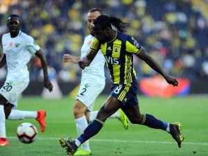Spor Toto Süper Lig: Fenerbahçe: 2 - Akhisarspor: 1 (İlk yarı)