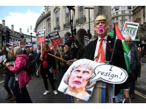 Filistin'i destekleyen binlerce kişi Londra'da yürüdü