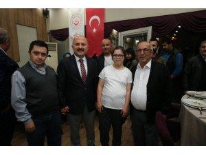 Vali Varol engelli vatandaşlarla iftar sofrasında buluştu