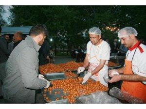 İş adamları deprem bölgesinde bin 500 kişilik iftar yemeği verdi