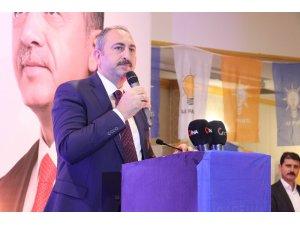 Bakan Gül, Gaziantep'te AK Partililerle iftarda bir araya geldi