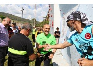 Başkan Soyer, Macera Park'ı gezdi, spor tırmanışı yaptı