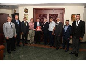 Başkan Akay'dan Kızılay'a destek