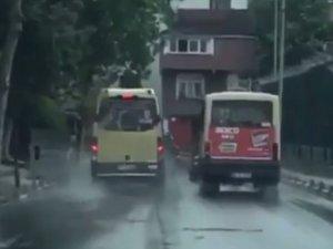 İstanbul'da minibüs şoförlerinin yarışı kamerada