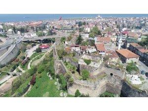 """Trabzon'da dernek başkanından """"kale içinde cumbalı evler yapılsın"""" önerisi"""