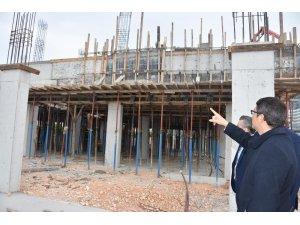 Başkan Çelik Şehzadeler Ticaret Merkezini inceledi