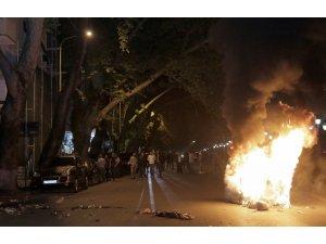 Arnavutluk'ta hükumet karşıtı protestolarda arbede: 13 polis yaralandı