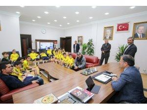 Erciyessporlu minikler, Başkan Özdoğan'ı ziyaret etti
