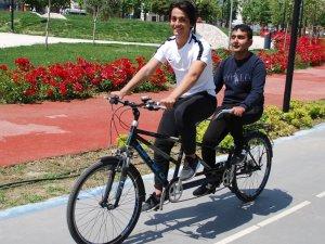 Görme engellilerin bisiklete binme hayalleri gerçek oldu
