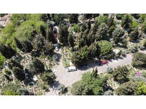 Feriköy Mezarlığı'nda Anneler Günü yoğunluğu