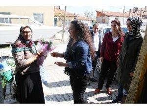 Beyşehir'de yılın annelerine evlerinde anlamlı ziyaret