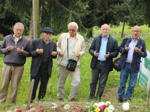 Ünlü şair mezarı başında anıldı