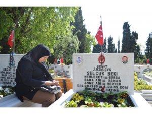 Edirnekapı Şehitliği'nde hüzünlü Anneler günü