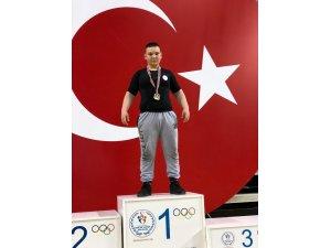 Çan Belediye Güreşçisi İzmir'de şampiyon oldu