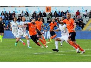 Spor Toto Süper Lig: Medipol Başakşehir: 0 - Ankaragücü: 1 (İlk yarı)