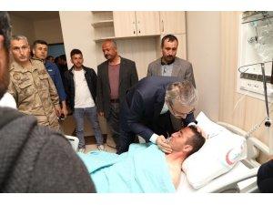 Vali Ekinci, yaralı askerleri ziyaret etti