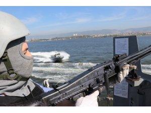 Deniz Kurdu tatbikatında savaş gemilerine saldıran terörist botlar püskürtüldü