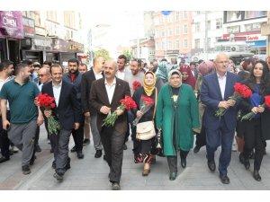 Başkan Büyükgöz'den Gebzeli annelere çiçek hediye etti
