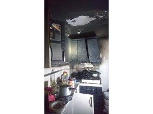 Sahurda ocakta unutulan yemek nedeniyle yangın çıktı