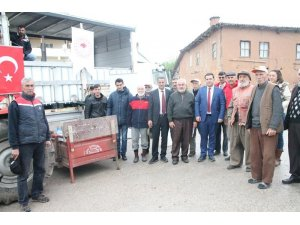 Kiraz üreticilerine biyoteknik mücadele için elma sirkesi dağıtıldı