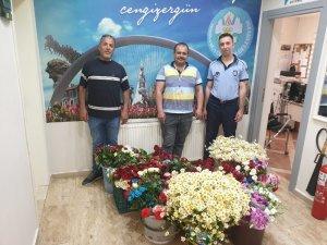 Manisa'da seyyar çiçekçilere göz açtırmadılar