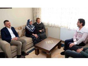 Başkan Büyükakın anneleri ziyaret etti